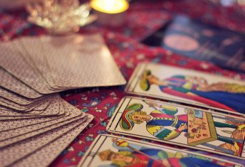 How to Shuffle and Lay Out Tarot Cards