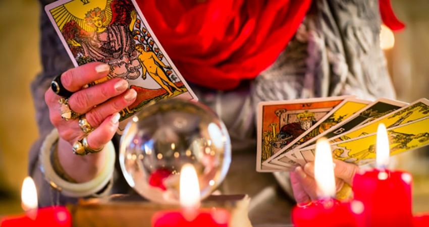 Tarot Reading: 10 Tips & Rules
